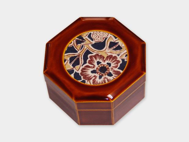 飛騨春慶塗 伝統工芸品 布張小箱 八角 古布(堺更紗) 1